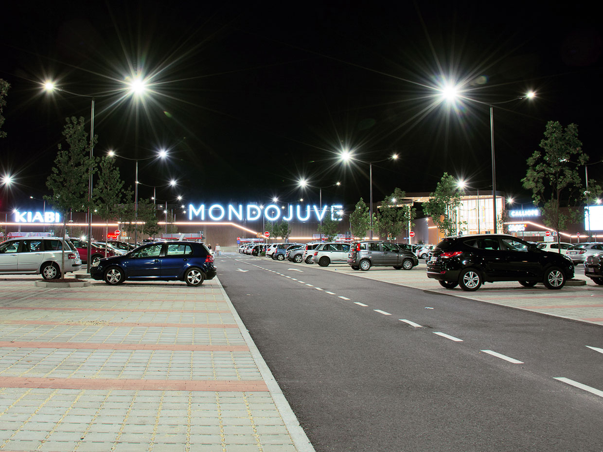 Schréder lighting solution contributes to a positive customer experience at Mondojuve shopping centre by ensuring safety and a pleasant atmosphere